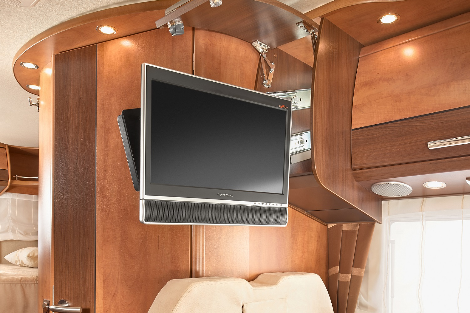 quelle tv choisir pour votre camping car someweb. Black Bedroom Furniture Sets. Home Design Ideas