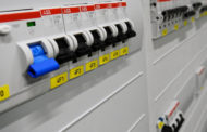 Internet nous aide à trouver du matériel électrique pour nos chantiers